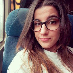 Découvrez le témoignage d'Andréa Martins de Melo, étudiante en graphisme chez Lignes et Formations.