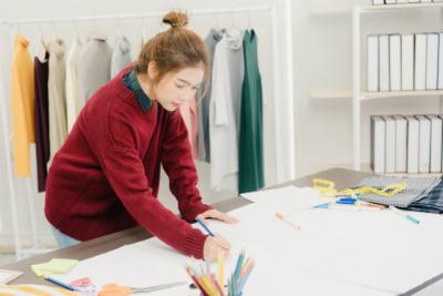 Découvrez dès aujourd'hui la formation au métier de couturier à distance de lignes et formations